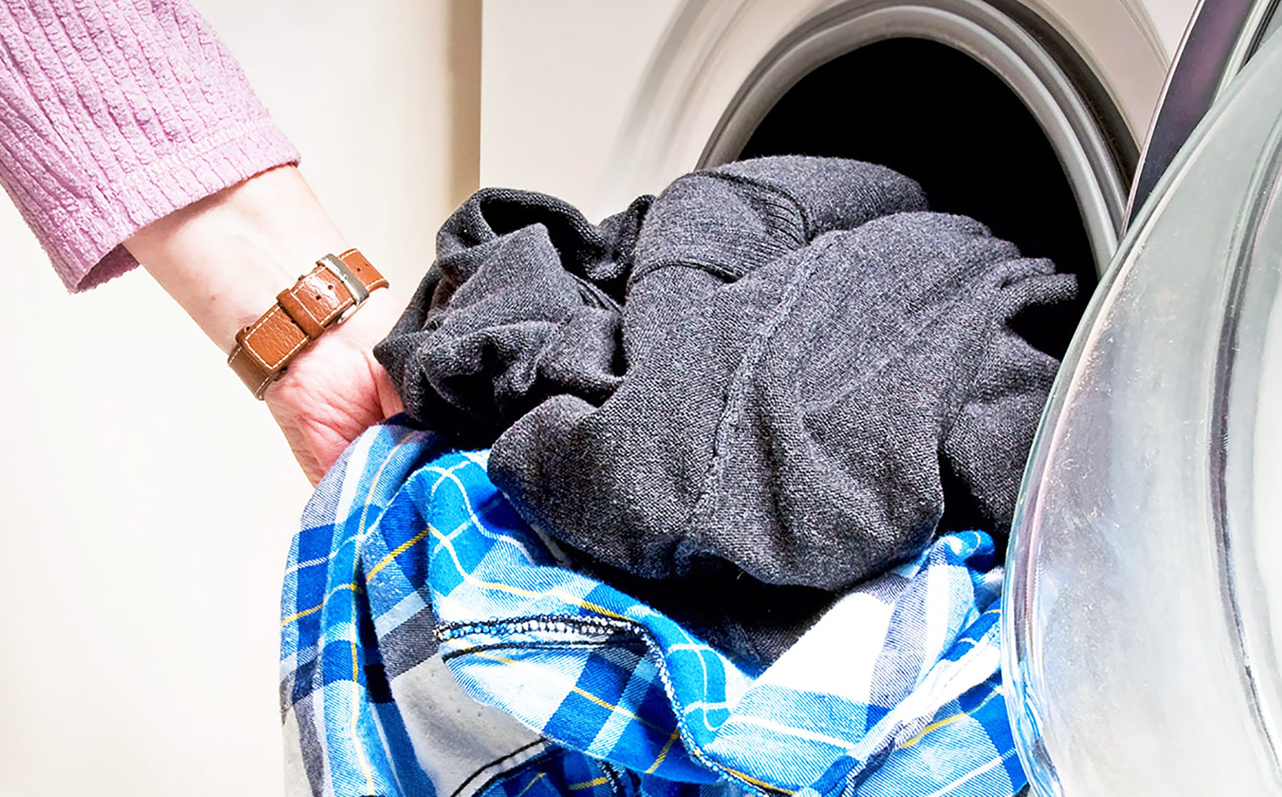 wrinkled clothes from dryer - HD 2500×1555